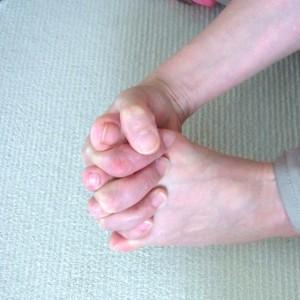 足指で握手